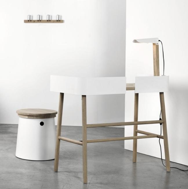 b-white-desk